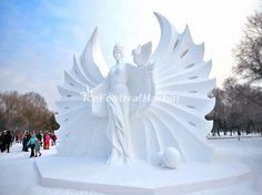 Stunning Snow and Ice Sculptures in Harbin Snow Sculptures, Sculpture Art, Frozen Snow, Symbolic Art, Ice Art, Snow Art, Winter Images, Harbin, Winter Scenery