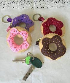 Portachiavi in feltro a forma di donut - ciambella