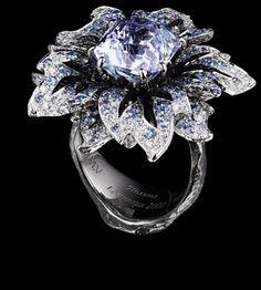Jewellery Theatre: Jewellery Flowers Ring, 18K White and Black gold. 138 diamonds 0,87 ct, 1 aquamarin/topaz 10.50 ct, 253 blue sapphires 2,20 ct.