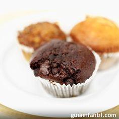 Con esta receta de magdalenas veganas de chocolate para niños puedes seguir una dieta vegetariana o vegana sin que tus hijos tengan que renunciar a los dulces.