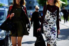 Street Style SS17: Thursday : Copenhagen Fashion Week. Платье-комбинашка на трикотажный гольф тоже уже стало чем-то вроде современной классики. Так что, расслабьтесь и пробуйте. Осенью самое время.
