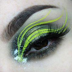 I'm in love with these colours! @makeupgeekcosmetics Jester, Enchanted Forest, Corrupt Eyeshadows @limecrimemakeup Citreuse Liner @nyxcosmetics White Liquid Liner (splatter) @katvondbeauty Neruda Ink Liner (weird spots?) @anastasiabeverlyhills Dipbrow Ebony @annytude Dainty. . . . @slayagebeauties @tasteformakeup @universalhairandmakeup @undertheradar_makeup @brian_champagne @peachyqueenblog @shimycatsmua