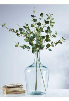 Simple Tricks: Artificial Garden Ideas Flower Arrangements artificial flowers decorating with.Artificial Plants Indoor With Lights. Vases Decor, Plant Decor, Flower Vases, Flower Arrangements, Bud Vases, Flower Pots, Feuille Eucalyptus, Vase Transparent, Deco Champetre