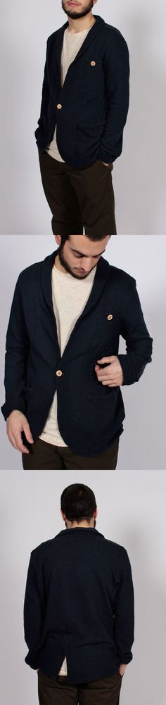 BLAZER RECYCLED FABRICS: 98% COTTON 2% POLY / MODEL'S HEIGHT 175 CM WEARING SIZE L FIT REGULAR / CODE DU 13116