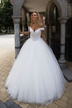 Most recent Snap Shots Turkish wedding dress Ideas Beautiful Wedding Dresses ! The existing wedding dresses 2019 contains twelve different dresses in t Turkish Wedding Dress, Princess Wedding Dresses, Dream Wedding Dresses, Bridal Dresses, Wedding Gowns, Lace Wedding, Wedding Dressses, Princess Bridal, Bridesmaid Dresses