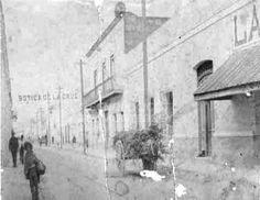 En 1883 la Botica de la Cruz, del Doctor Antonio Ancira, se encontraba en la Calle del Comercio No. 21.  Morelos casi llegando a Galeana, acera norte. la construcción del Balcón es la Librería General de Daniel Montero.