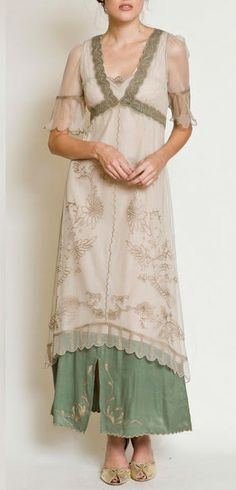 Now this is my kind of Mother of the Groom dress! Perfect for a country wedding!