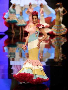 SIMOF 2018: el desfile de Carmen Raimundo, en fotos / J.M. Serrano / Vanessa Gómez Rainbow Drinks, Gypsy, Disney Princess, Santorini, Disney Characters, Spain, Dresses, Proposal, Ruffles