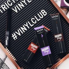 Ich krame jetzt auch wieder meine bunten #Eyeliner hervor, denn diese sehen bei manchen Looks richtig toll aus 😍 zudem sind diese Farben perfekt für den Herbst 🍁 www.bibifashionable.at 📄💻📱#bibifashionable #werbung #prsample #nyxcosmetics #nyxcosmeticsaustria #vinylclub #beautyflatlay #nyxcosmeticsaustriaprovidedproduct