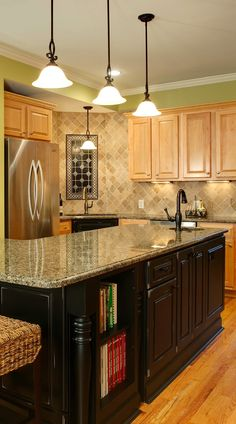 ivory and medium color travertine mixed kitchen backsplash with granite countertop and oak color kitchen cabinets. Travertine Tile Backsplash, Kitchen Backsplash, Kitchen Countertops, Backsplash Design, Backsplash Ideas, Cottage Kitchen Cabinets, Kitchen Cabinet Colors, Kitchen Colors, Kitchen Ideas
