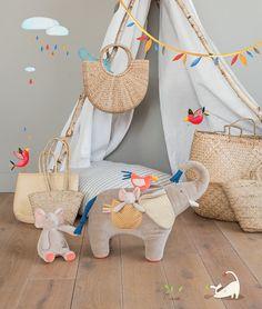 Les Papoum : la toute nouvelle collection créée par la marque Moulin Roty. On y trouve les animaux de la savane : lions, éléphants, hippopotames... Tous les éléments de la collection sont en vente sur notre site http://www.jeujouet.com/moulin-roty-les-papoum N'hésitez pas à partager ! #LesPapoum #MoulinRoty #Jeujouet