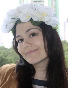Maxi Coroa de Flores Brancas http://www.elo7.com.br/maxi-coroa-de-flores-brancas/dp/455279#df=d&uso=d facebook.com/madamevintage