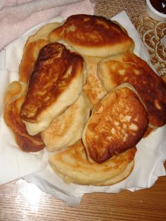 Cheese Piroshki A sweetness that will melt in your mouth and spoil your taste buds. This is a traditional Russian cheese making process that takes THREE days. Use frozen rolls for dough, they taste better and save you time and frustration.A sweetness that Eastern European Recipes, European Cuisine, Ukrainian Recipes, Russian Recipes, Russian Foods, Ukrainian Food, Hungarian Recipes, Brunch, Good Food