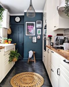A small kitchen can of course be as cozy and practical as a big one. The small kitchen ideas 2019 will make sure you get that functional small kitchen design 20 Best Kitchen Cabinets, Kitchen Cabinet Design, Floors Kitchen, Kitchen Wood, Bathroom Cabinets, Colorful Kitchen Cabinets, Walnut Kitchen, Narrow Kitchen, Craftsman Kitchen