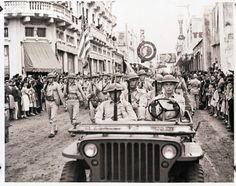 Tropas norteamericanas estacionadas en Guatemala desfilan por la sexta avenida (sin fecha). Los Estados Unidos establecieron tres bases aéreas y destinaron tropas de combate a nuestro país, a partir de enero de 1940.