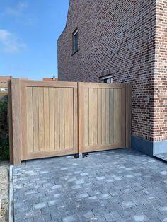 Modern Driveway, Wooden Gates Driveway, Cotswold House, Wooden Garden Gate, Backyard Landscaping Designs, Fence Gate Design, Front Garden