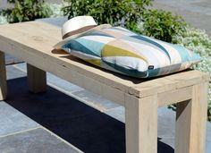 Détail de l\'assise du banc en bois brut de jardin Riviera | patio ...