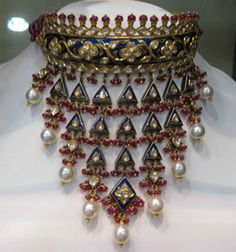 Traditional kundan jewellery design by Tanishq