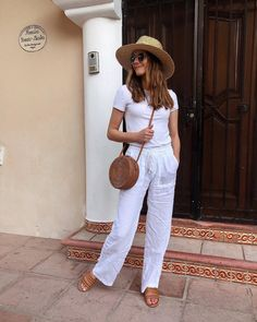 vacation outfits casual, all white outfit, white linen pants with white tee, sum. Linen Pants Outfit, White Pants Outfit, Summer Pants Outfits, All White Outfit, Outfits With Hats, White Outfits, Spring Outfits, Cool Outfits, Casual Outfits
