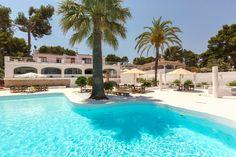 Disfruta del tiempo de verano de la mejor manera posible, dándote un baño en nuestra piscina.  #Restaurante #CostaBlanca #GastroBar #verano #piscina  #airegastro
