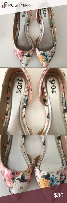"‼️REDUCED‼️ NWOT Floral Print ""Pointed Toe"" Flats 🌿 New without Tags! 🌿 Size: 8.5 - Color: Multi-color Style: ""Floral Print"" Pointed Toe Flats  These lovely flats are a must have! Perfect for any occasion and for Spring too. ☺️💖🌿🌺 New without Tags. I only tried them on once but sadly, they didn't fit properly.  🌿  N O   T R A D E S   •   H O L D S  🌿  📦 Q u i c k   S h i p p i n g 📦 Brash Shoes Flats & Loafers"