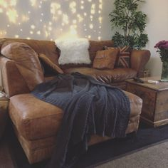 5 ways to make your living room look expensive on a budget! 5 Ways, Budgeting, Room Ideas, Couch, Make It Yourself, Living Room, Interior Design, Link, Youtube