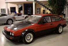 Classic Car News Pics And Videos From Around The World Alfa Gtv, Alfa Alfa, Alfa Romeo Gtv6, Alfa Romeo Cars, Italian Models, Classic Mustang, Car Pictures, Rally, Race Cars