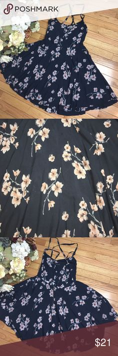 NEW Floral Flowy Backless Dress Gorgeous never been worn floral, flowy, backless dress! Kimchi Blue Dresses Backless