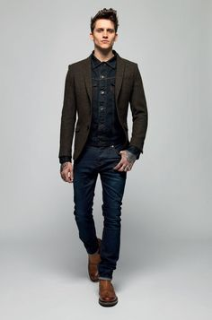 This relaxed casual combo of a navy denim jacket and navy jeans takes on different forms according to how it's styled. Make your outfit slightly more polished by finishing off with a pair of brown leather chelsea boots. Outfits Casual, Mode Outfits, Sharp Dressed Man, Well Dressed, Visual Jeans, Stylish Men, Men Casual, Smart Casual Menswear, Casual Wear