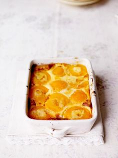 This peach clafoutis recipe is a real winner; easy to whip up, gorgeous and delicious with tinned peaches and ingredients straight from your cupboard! Fruit Recipes, Sweet Recipes, Dessert Recipes, Cooking Recipes, Nutella Recipes, No Bake Desserts, Just Desserts, French Desserts, Fudge Caramel
