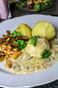 Smörstekt torskrygg med... | Nina Hermansen - Niiinis Kitchenlife California Pizza Kitchen, Seafood Dishes, Fish And Seafood, Food Inspiration, Risotto, Good Food, Food And Drink, Meals, Dinner