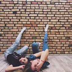 """Polubienia: 54, komentarze: 1 – W E R O N I K A (@itsweoo) na Instagramie: """"No caption needed for this 👭🙈 #friendshipgoals #friends #friendstime #mondaymood #night #fun #happy…"""""""