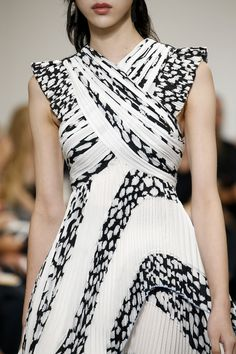 Pleated dress with vivid print; black & white fashion details // Proenza Schouler Spring 2017