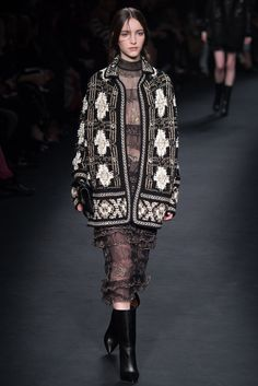 變種水母 **Valentino│Fall 2015** 有大驚喜啊w http://media.style.com/image/slideshows/trends/fashion/2015/3-march/v - #ktczem - Plurk