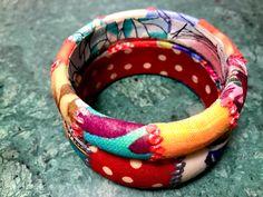 Un favorito personal de mi tienda Etsy https://www.etsy.com/es/listing/493261634/fabric-bracelet-woden-bracelets-vintage