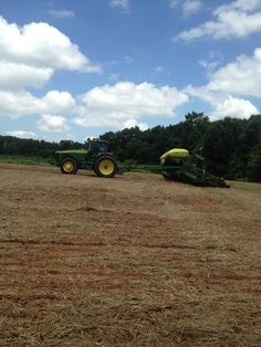 Planting soybeans on the refuge / Looney Farms