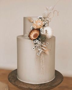 wedding cakes winter Yall, we cannot deal with this cake. It is like someone took it straight out of our ~wildest~ dreams.Photo by amriels_cakes. Elegant Wedding Cakes, Wedding Cake Designs, Cake Wedding, Wedding Desserts, Pretty Cakes, Beautiful Cakes, Boho Wedding Dress With Sleeves, Cake Trends, Wedding Cake Inspiration