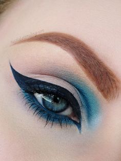 Have you always wanted to achieve that beautiful cat eye look with your eyeliner? If you're having a hard time, there are some easy cat eyes makeup tips you can try out. Gorgeous Makeup, Pretty Makeup, Love Makeup, Makeup Inspo, Makeup Art, Makeup Tips, Beauty Makeup, Makeup Looks, Makeup Ideas