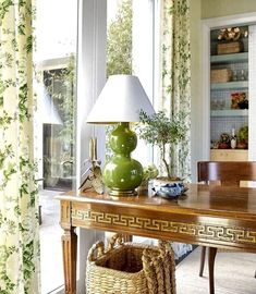 Amy Berry Design - Traditional Home A Greek key writing desk is styled with a double gourd Chinese lamp and a blue and white Chinese pl. Traditional House, Traditional Design, Living Room Modern, Living Room Designs, Living Rooms, Chinese Lamps, Casual Dining Rooms, Chinoiserie Chic, Green Rooms
