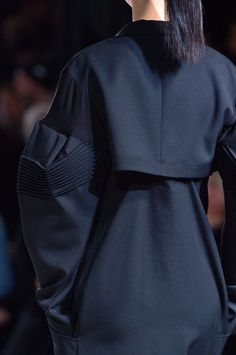Yohji Yamamoto at Paris Fashion Week Fall 2016 - Details Runway Photos
