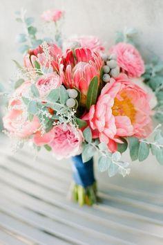 Pink peonies & proteas with eucalyptus (single protea in bridal bouquet only) Bouquet De Protea, Peonies Bouquet, Pink Peonies, Pink Bouquet, Flower Bouquets, Eucalyptus Bouquet, Purple Bouquets, Daisies, Wedding Ideas