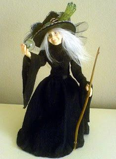Halloween in Miniature: Wicked Witches Halloween Miniatures, Halloween Doll, Halloween Crafts, Halloween Decorations, Halloween Costumes, Halloween Witches, Happy Halloween, Haunted Dollhouse, Haunted Houses