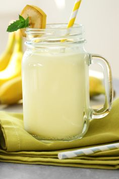Banana Milk Shake CDKitchencom If your enjoying our pins why not come and visit our site where you'll find much more smoothie info. Fruit Milkshake, Milkshake Recipes, Banana Shake Recipe, Banana Recipes, Kiwi And Banana, Cocktails, Drinks, Incredible Edibles, Sugar Cravings