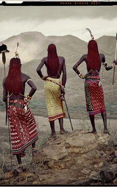 A matéria é de uma ano atrás, mas os registros de forma de fotografia~, de culturas que tão pouco sabemos, são excelentes. #OlhardeMahel  Guerreiros Samburu, no Quênia, África, fotografados por Jimmy Nelson.  Veja mais em: http://semioticas1.blogspot.com.br/2014/01/tribos-do-fim-do-mundo.html
