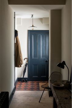 English Translation: A Compact Victorian Gets an Eclectic but Cohesive Makeover - Remodelista love this blue door tiled foyer Victorian Terrace House, Victorian Townhouse, Victorian Homes, Interior Architecture, Interior Design, London Apartment, Scandinavian Home, Scandinavian Interior Doors, Apartments For Sale