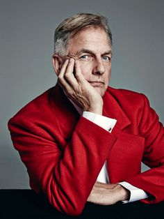 Mark Harmon Paradise...Love him in the red suit coat.