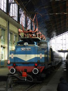 Leo, 527 a vonat jobb oldala felöl. Locomotive, Railroad Pictures, Train Art, Bahn, Engineering, Vehicles, Train, World, Automobile