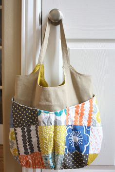 I was excited when Jen from Ellison Lane Quilts asked me to share a new project to inspire some summer-time sewing. I've wanted to make a new bag for myself forever, and this was the perfect opportunity to try something new. For this bag, I chose Anna's Patchwork Bags, Quilted Bag, My Bags, Purses And Bags, Bag Quilt, Diy Accessoires, Charm Pack, Fabric Bags, Tote Purse