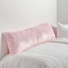 Dorm Pillows, Cute Pillows, Pink Pillows, Pillow Room, Dorm Bedding, Pink Pillow Cases, Queen Bedding, Throw Pillows, Room Ideas Bedroom