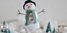 Go bonkers for the conkers. Crochet Snowman, Christmas Crochet Patterns, Crochet World, Crochet Yarn, Yarn Crafts, Diy Crafts, Conkers, Crochet Winter, Christmas Crafts